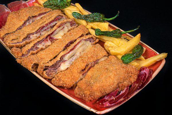 Cachopo de ternera asturiana y queso vidiago   El Fontán